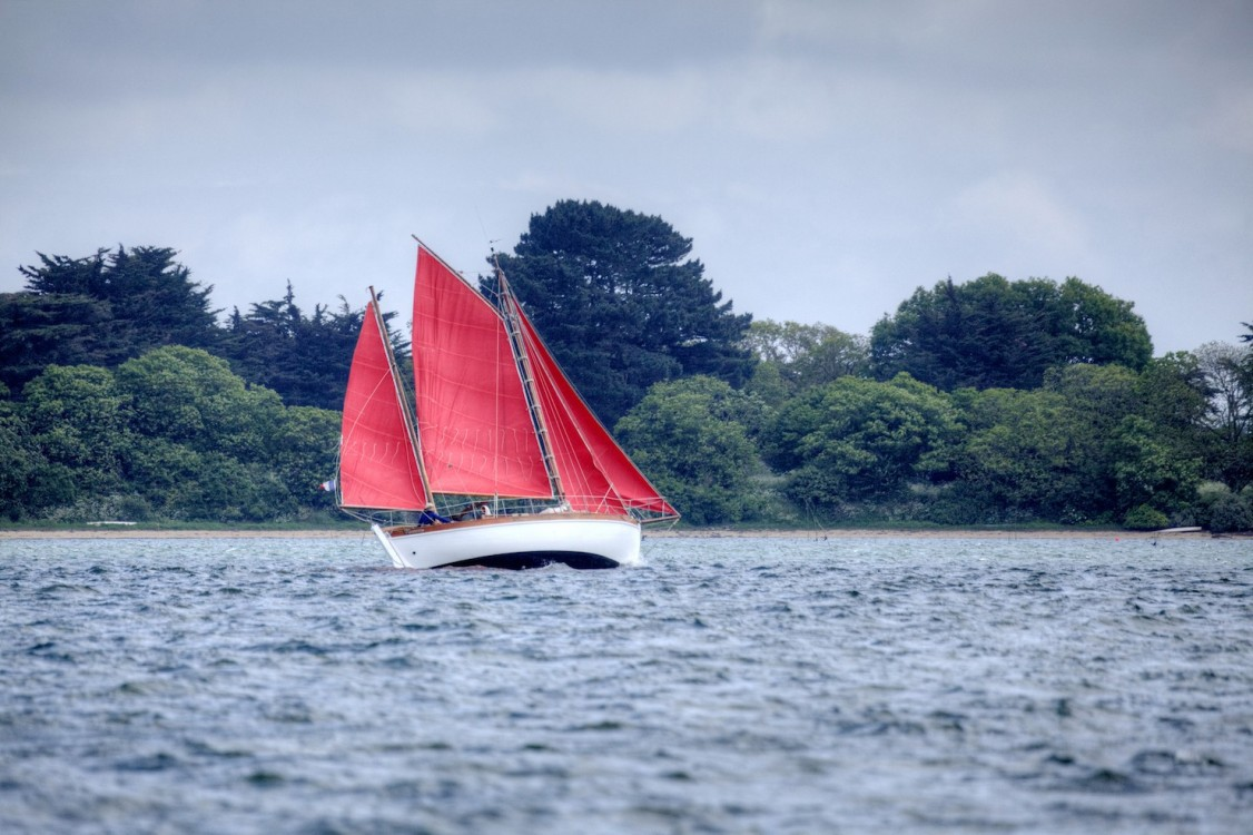 BÈlouga, Breton, Brittany, Golfe du Morbihan, Gulf's Week, Gwenva, Morbihan, Semaine du Golfe du Morbihan, boat, color, competition, corporate, event, france, fun, gulf, heritage, horizontal, islands, landscape, marine, maritime, nautical, navigation, ocean, onboard, outdoor, race, racing, racing yacht, sail, sailboat, sailing, sailing maritime heritage, sailor, sea, shoreline, tradition, water, wooden boat, yacht, yachting, yachtman, yachtmen