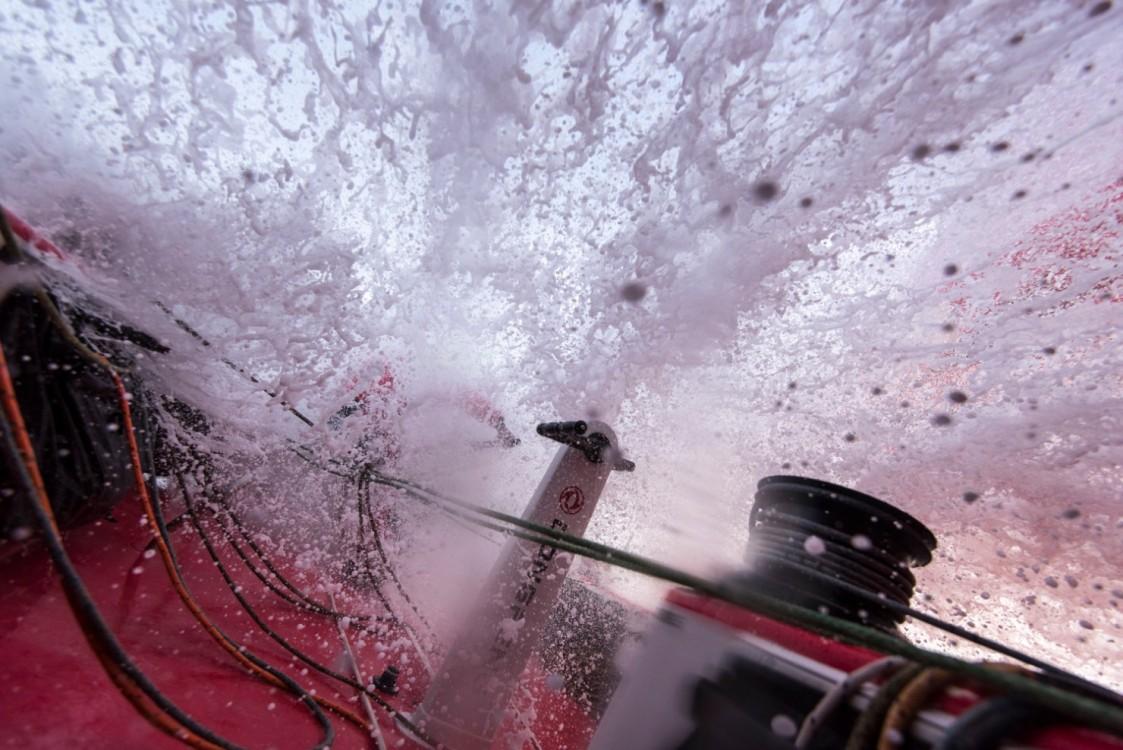 2014-15, Dongfeng Race Team, Leg6, OBR, VOR, Volvo Ocean Race, onboard, Liu Xue, Black, splash, wet