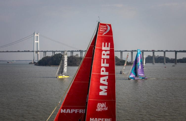 Fleet,Aerial,China,Bridge,MAPFRE,2017-18,AkzoNobel,port, host city,Team Brunel,Guangzhou,Kind of picture,Dongfeng In-Port Race Guangzhou